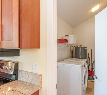 9 Scaup Court - Laundry