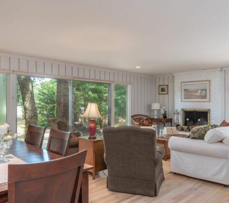 10 Willow Oak Road West - Living Room