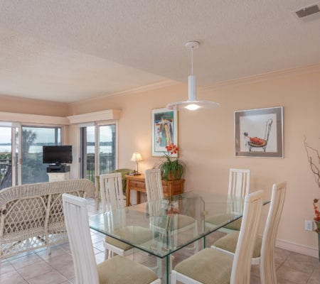 1866 Beachside Tennis Villas - Dining Area
